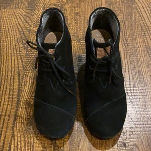 Great used condition - size 8 women's Toms